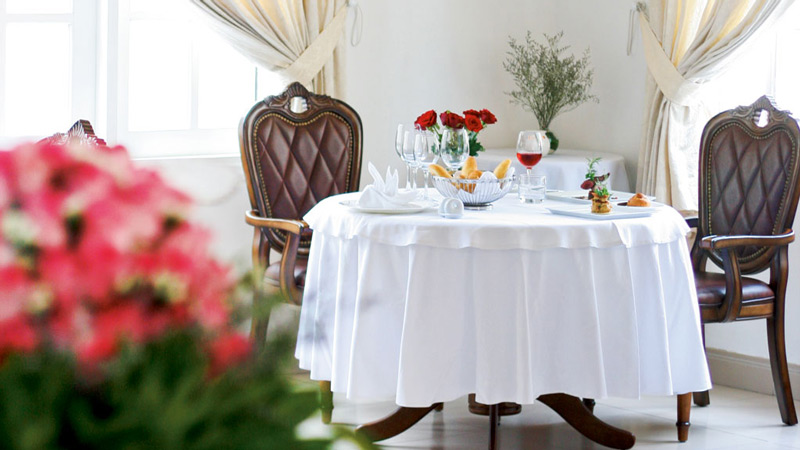 10-tips-for-fine-dining-etiquette-table
